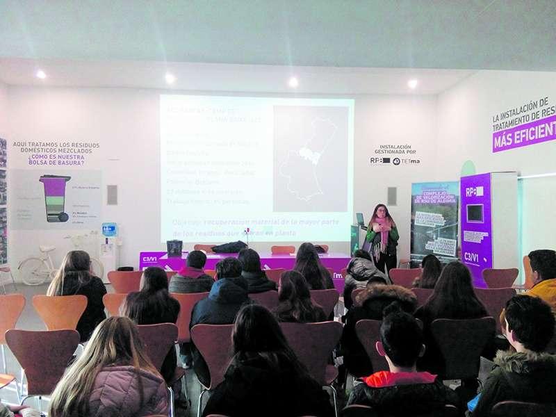 Visita de los alumnos del IES María Moliner a la Planta de Algímia d?Alfara. EPDA