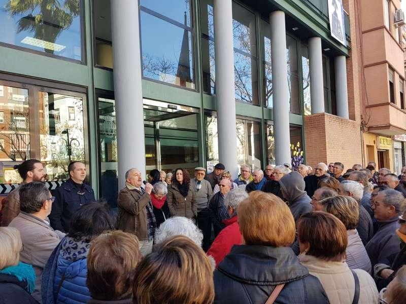 El alcalde de Aldaia en la concentración de pensionistas del municipio. EPDA