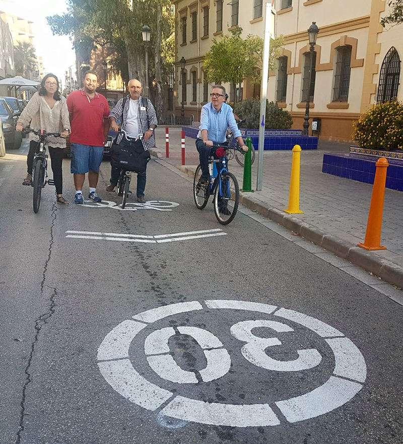 Autoritats locals de Manises inaugurant els ciclocarrers. EPDA