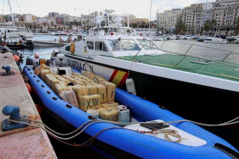 Narcolancha interceptada por la Guardia Civil con más de 2.000 kg de hachís en una imagen de archivo. EPDA
