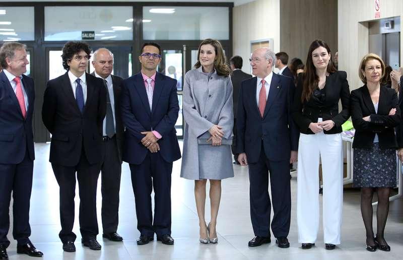 La Reina Letizia y el resto de autoridades.