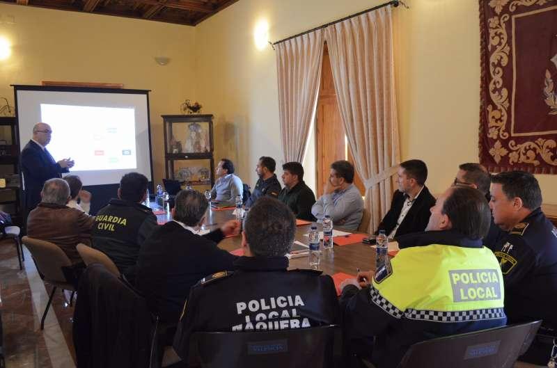 Presentación del Comité de Seguridad de la Asociación Empresarial de Moncada, Alfara del Patriarca i Nàquera (AEMON) en el Ayuntamiento de Moncada. Foto EPDA