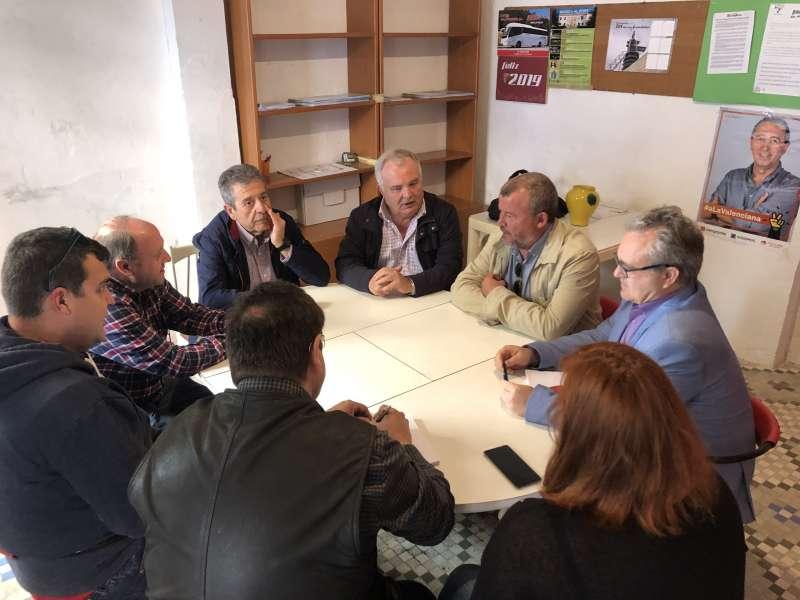 Reunión de Compromís con la directiva del Fertiberia Balonmano Puerto Sagunto. EPDA