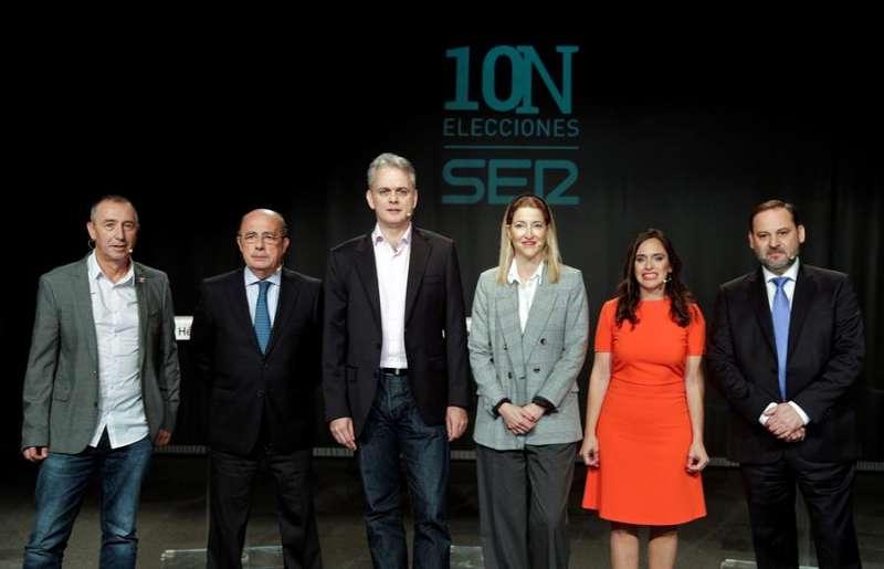 Los candidatos, posan para los medios gráficos antes del comienzo de un debate electoral reciente. EFE/Manuel Bruque