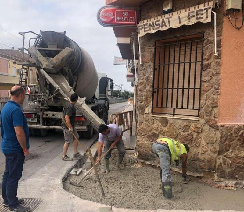 El alcalde, Paco Gómez, visita las obras. EPDA