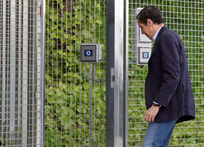 Eduardo Zaplana, expresidente de la Comunidad Valenciana, llega a un cuartel de la Guardia Civil. EFE/Archivo