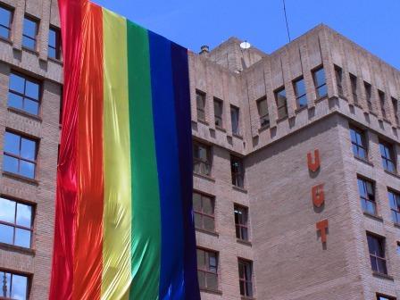 Bandera LGTB en la Casa del Pueblo de Valencia. Foto EPDA