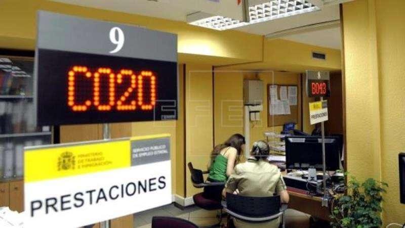 En la imagen, interior de una oficina de empleo . EFE/Archivo