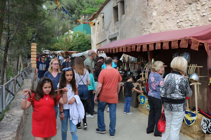 El paseo de Sopeña acogerá el mercado mensual de artesanía