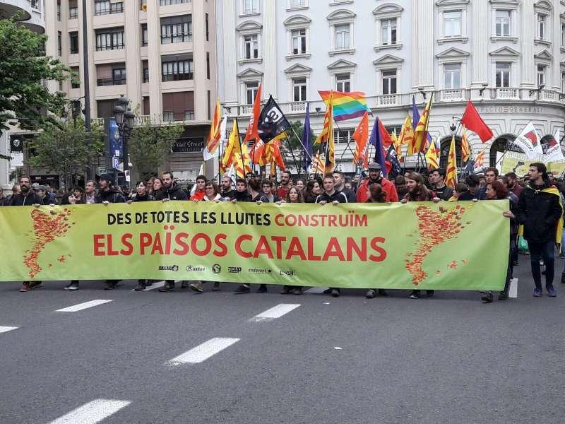 Una de las pancartas que han salido en la manifestación. FOTO SOM