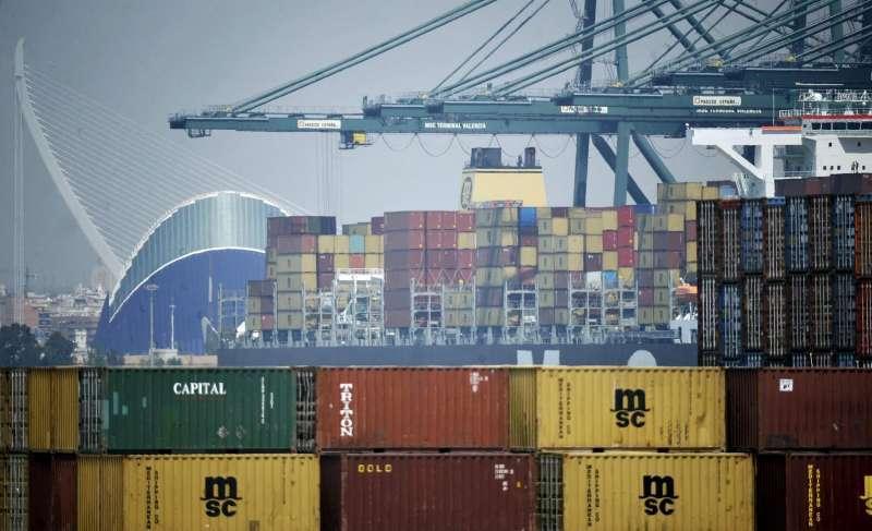 Vista general de una terminal de contenedores del puerto de València.