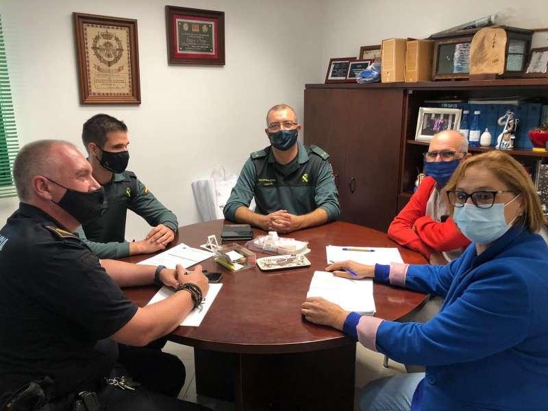 Instante de la reunión de la alcaldesa con las fuerzas de seguridad. / EPDA
