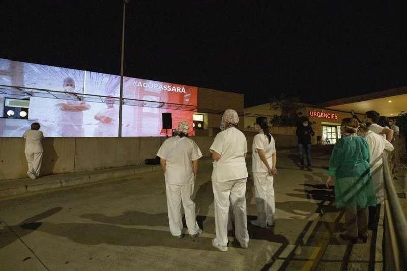 Proyección de imágenes en el hospital de La Plana. // EFE.