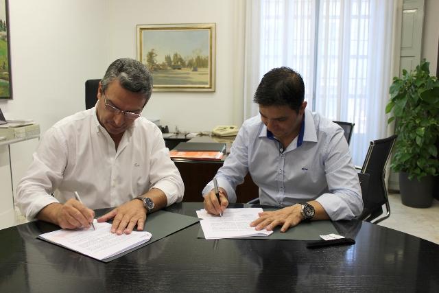 Imagen del diputado de Turismo, Sanjuán, y el alcalde de Foios, Bueno. FOTO: DIVAL
