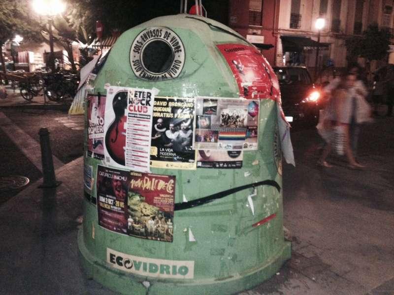 Un contenedor de vidrio en calle Puerto Rico/Cuba. FOTO EPDA
