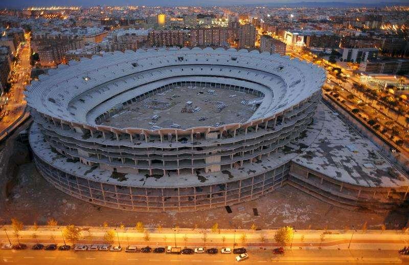 Las obras del nuevo estadio de Mestalla, que permanecen paradas desde hace diez años. EFE /Archivo