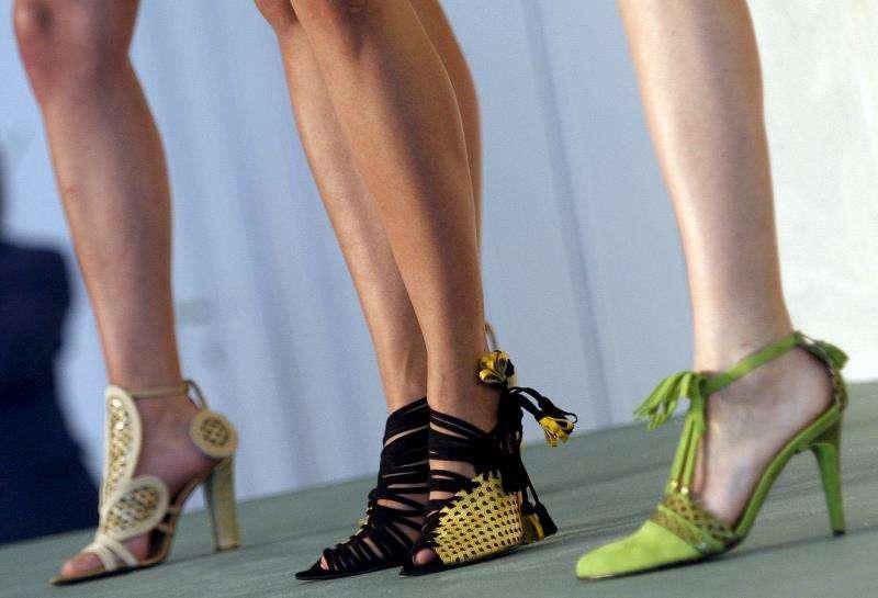 arias modelos muestran algunos diseños de calzado