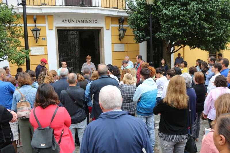 Concentración a las puertas del Ayuntamiento