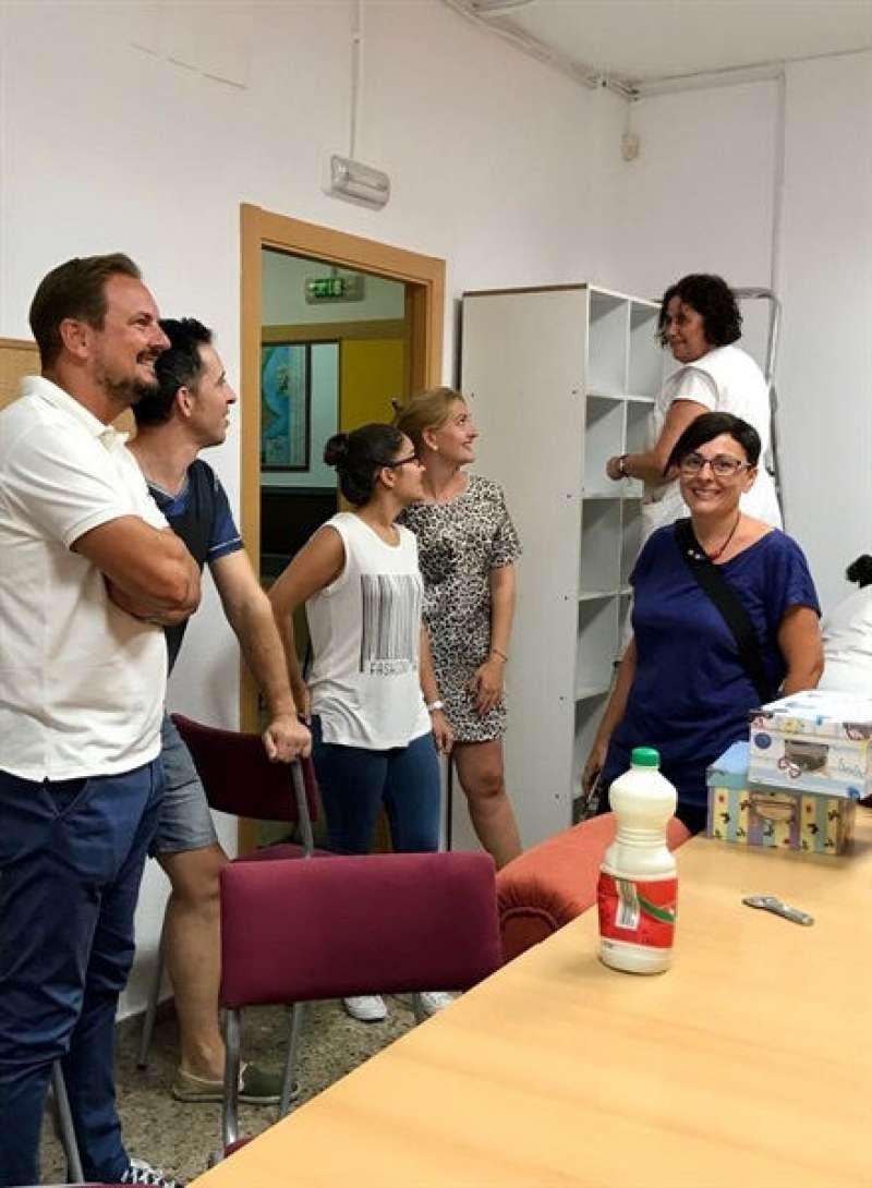 Alcalde i regidores de Silla visitant obres d