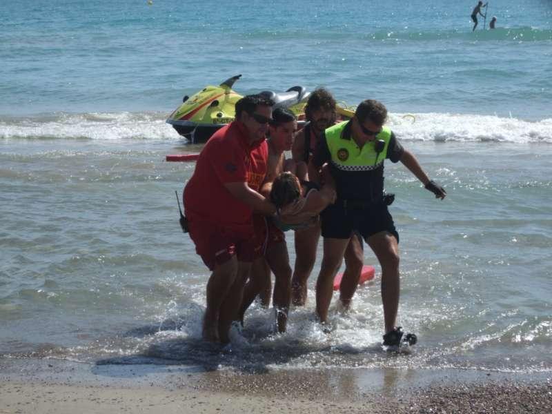 El equipo de salvamento socorrió a dos bañistas