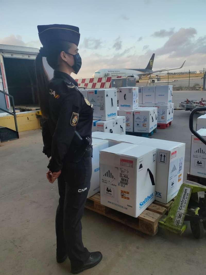 Imagen de la Delegación del Gobierno de la llegada este lunes de más dosis de vacunas de Pfizer a la Comunitat Valenciana.