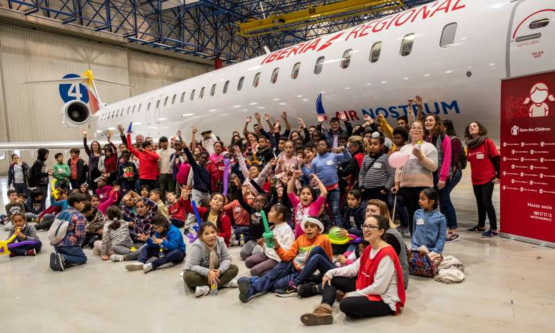 Fiesta Save the Children en el hangar de Air Nostrum.