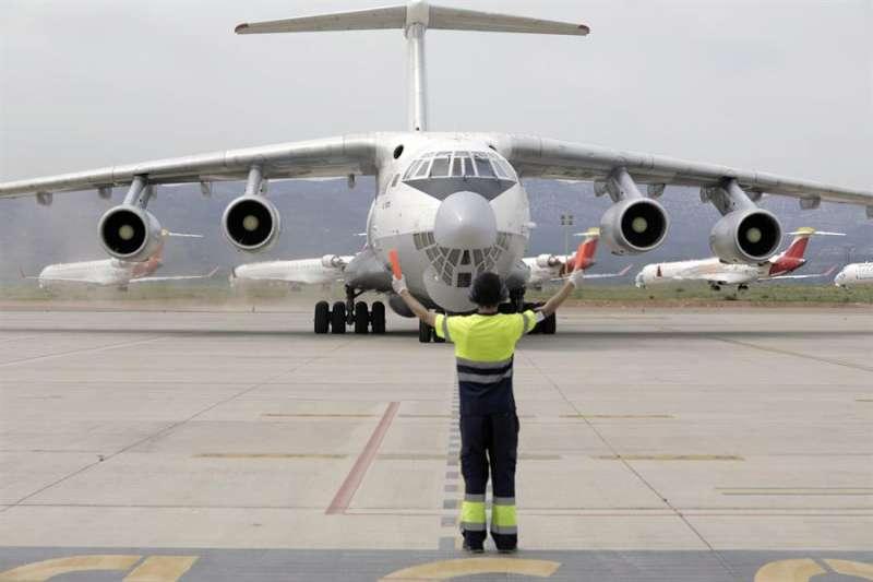 Imagen de archivo de un avión aterrizando en el aeropuerto de Castellón durante la pandemia. EFE/ Domenech Castelló