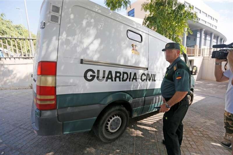 Un furgón policial en juzgados. EFE/Archivo