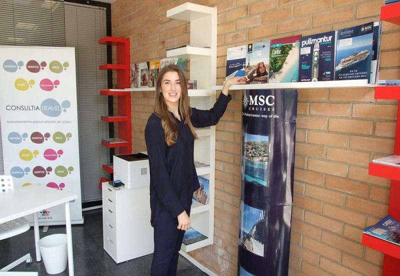 María Sánchez, ex alumna del Grado de Turismo y responsable de la agencia escuela. EPDA
