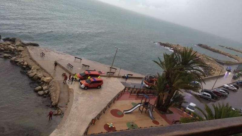 Momento de la intervención, en una imagen de los Bomberos de Alicante.