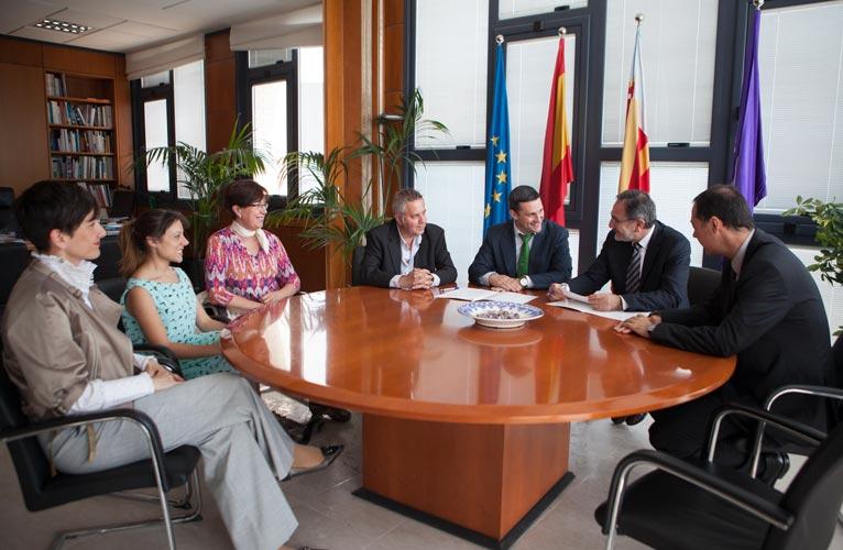 Un momento de la firma entre la UJI y Lafarge. FOTO EPDA