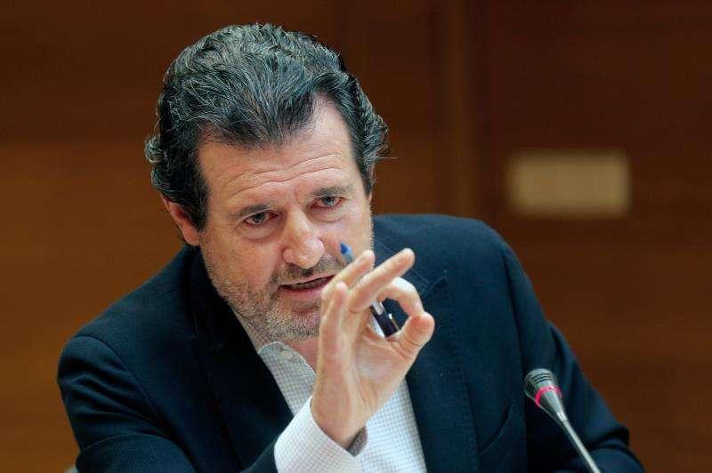 El presidente provincial del PP de Alicante, José Císcar, entre otros, comparece en la comisión parlamentaria de investigación sobre la financiación electoral del PSPV-PSOE y el Bloc entre 2007 y 2008. EFE