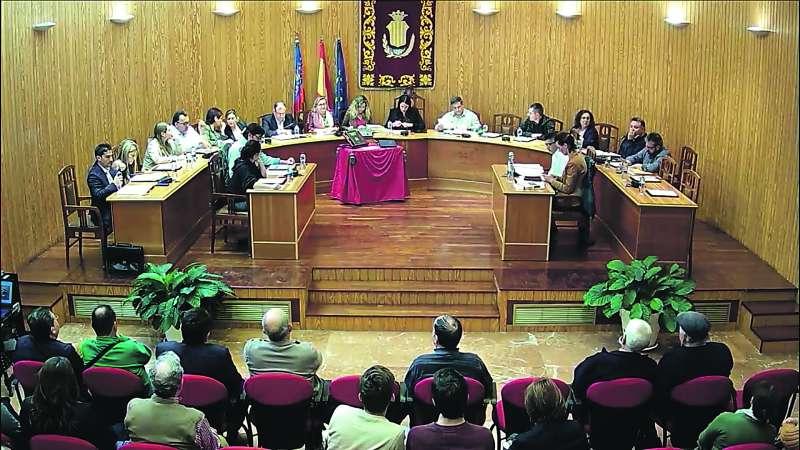 Celebración de un pleno en el Ayuntamiento de Moncada. / epda