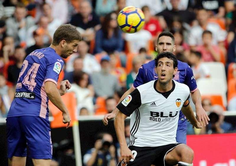 Dani Parejo (d) durante un partido ante el Leganés en Mestalla. EFE/Archivo