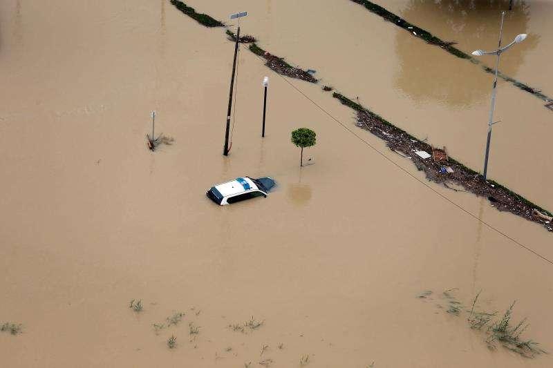 Imagen aérea de la ciudad de Dolores (Alicante) el sábado, inundada a causa del desbordamiento del río Segura por la Gota Fría. EFE/ Manuel Lorenzo