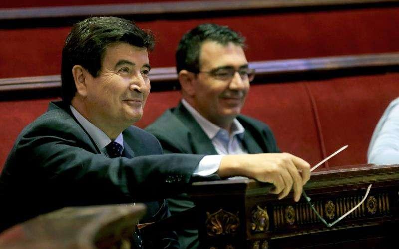 El portavoz de Ciudadanos en el Ayuntamiento de València, Fernando Giner (i). EFE/Archivo