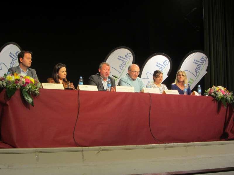 Invitados en la mesa del acto de clausura del IES Eduardo Merello de Port de Sagunt. EPDA