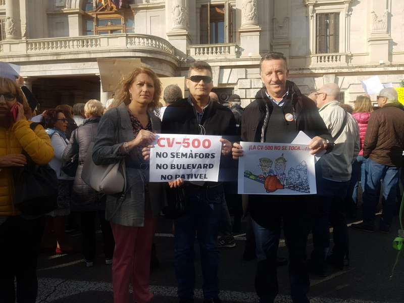 Representants de Som Valencians en la manifestació. EPDA