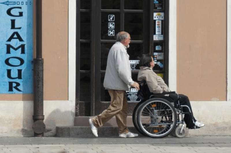 En silla de ruedas. Archivo / EPDA.