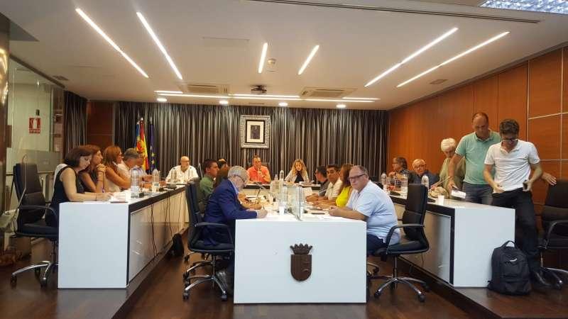 Los representantes de Riba-roja Pot abandonan el pleno