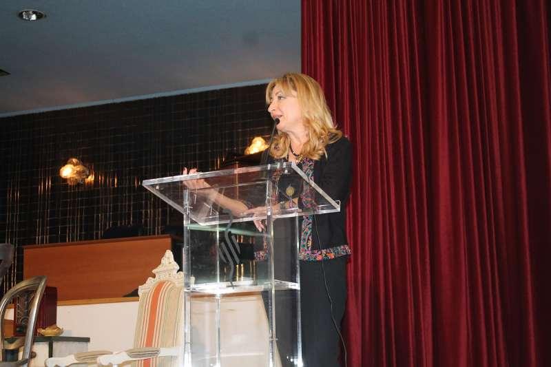 La presidenta del ICOMV, Dra. Mercedes Hurtado, inaugura el Día del Médico Jubilado. EPDA