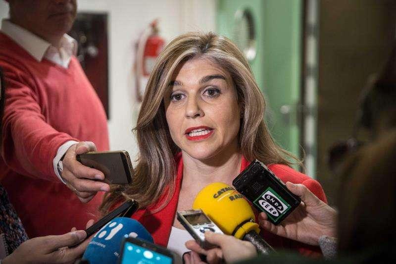 La secretaria general del PP-CV, Eva Ortiz, atiende a los medios de comunicación. EFE/Archivo