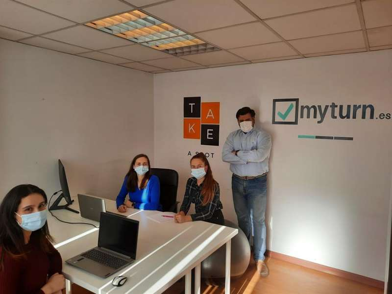 De izq. a der: Mariem Mahfoudh, Jana Masarykova, Neringa Mockute y Fernando Gómez, colaboradoras en el proyecto. UPV.