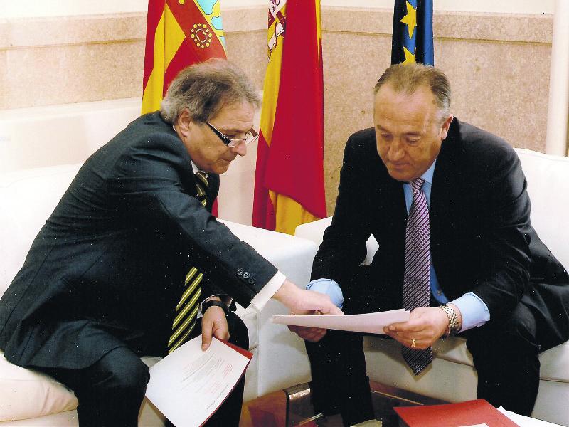 El presidente de la Diputación de Valencia y el alcalde de La Pobla de Farnals en una reunión. FOTO EPDA