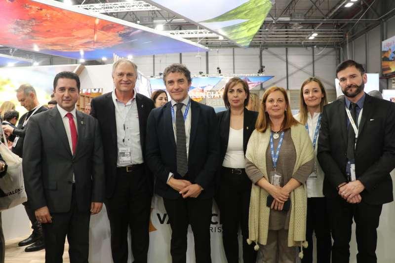 Concejales de Llíria con el secretario Autonómico de Turismo. / EPDA