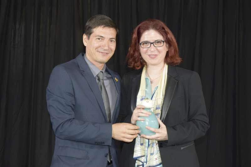 Alcalde de Burjassot y premiada.