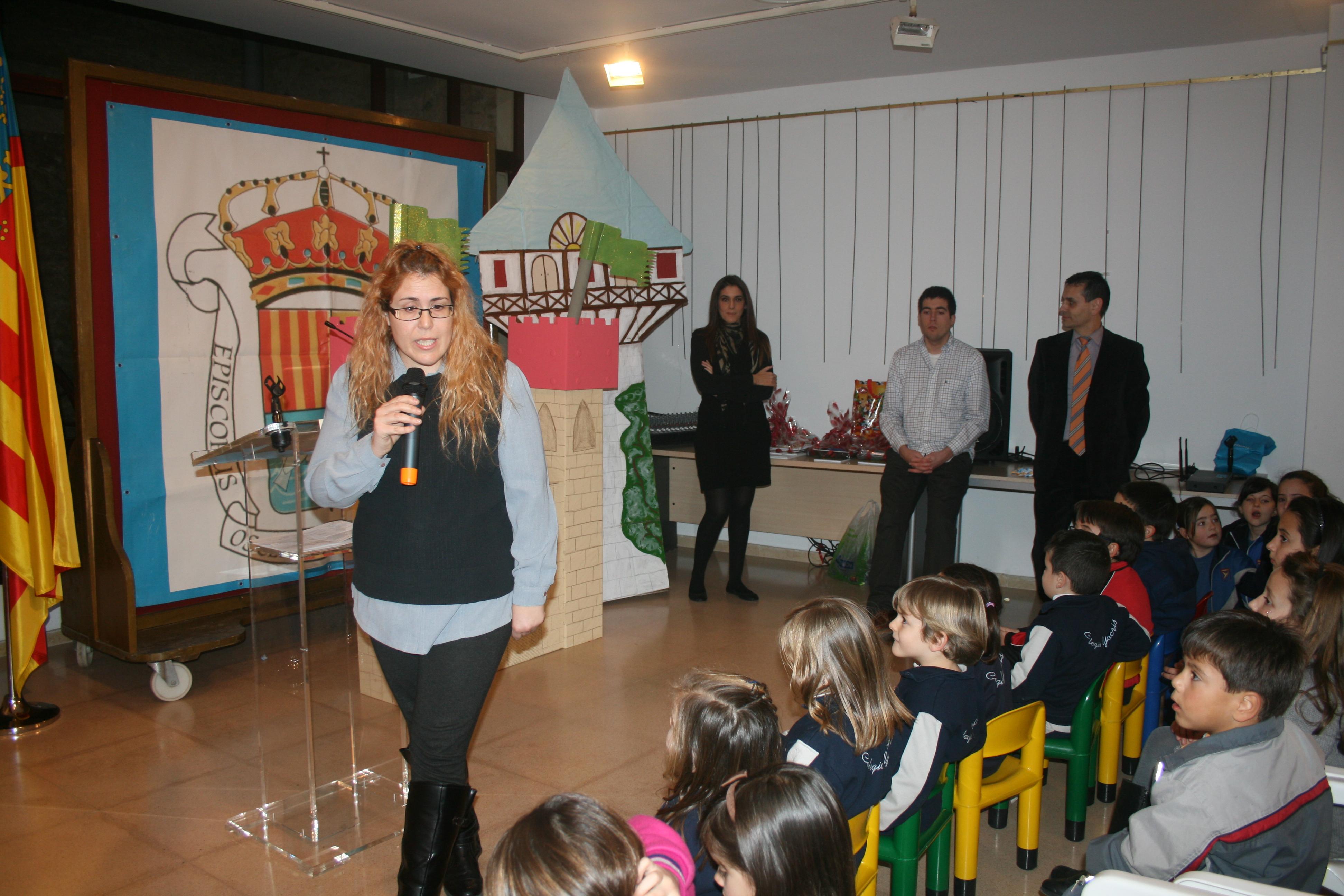El acto ha finalizado con una pequeña representación en marionetas del cuento de Rapunzel. FOTO: EPDA
