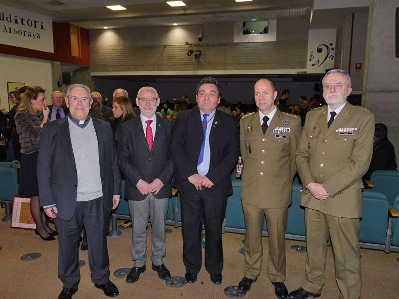 Representantes de la fiesta con el alcalde. EPDA
