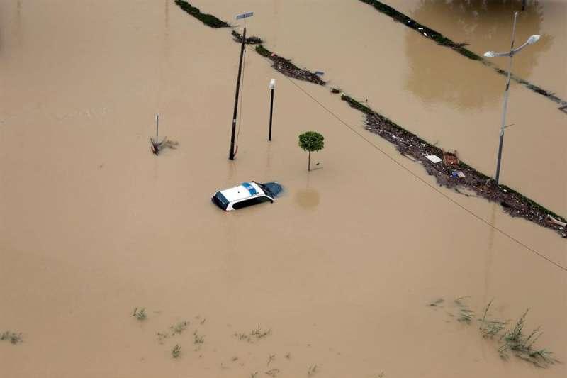 Imagen aérea de una zona agrícola de Dolores (Alicante), en la comarca de la Vega Baja, inundada a causa del desbordamiento del río Segura. EFE/Manuel Lorenzo/Archivo