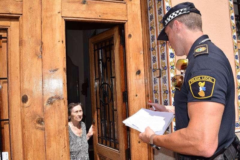 Policía de Sedaví informa als majors. EPDA